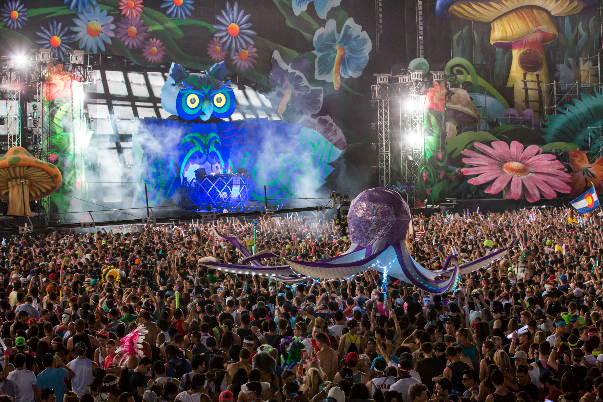 Edc Vegas 2013 Day 3 In Pictures The Bangin Beats