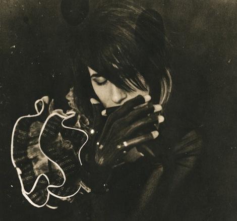 Imogen Heap Unveils Cutting-Edge Musical Gloves; Project is in crowd-funding stages