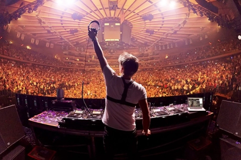 Armin van Buuren announces A State of Trance Festival Tour for 2015